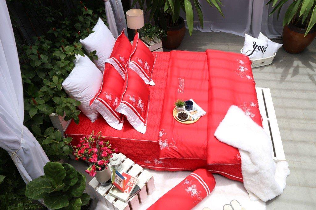 Edena Tencel với tông đỏ nổi bật sẽ giúp không gian phòng ngủ có sức hút hơn