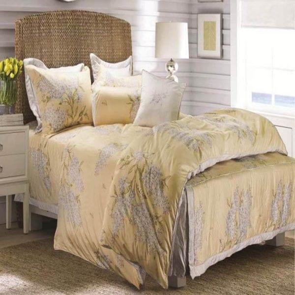 """Hoa Lilac (Tử đinh hương) có ý nghĩa """"Xúc cảm đầu tiên của tình yêu"""" vì không có gì vui sướng hơn khi xuân về."""