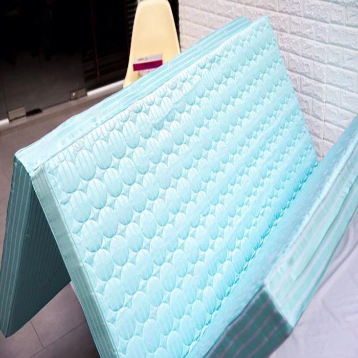 Nệm Edena Chần Gòn được làm từ chất liệu bông tấm Polyester 100%