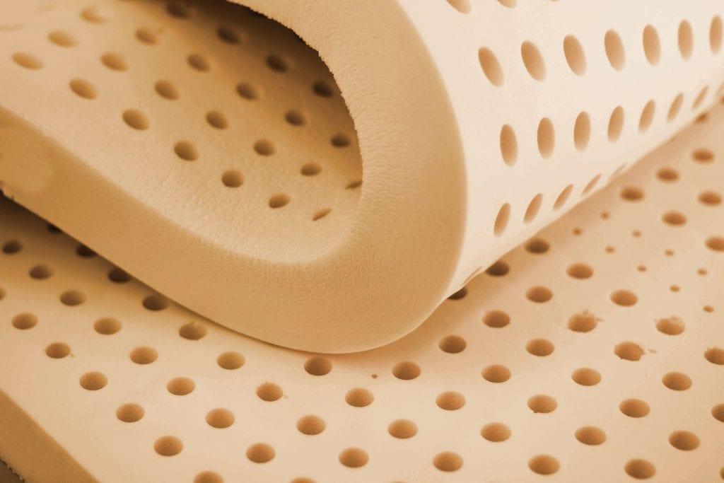 Nệm cao su có 3 loại chính: nệm cao su tự nhiên, tổng hợp và nệm cao su non