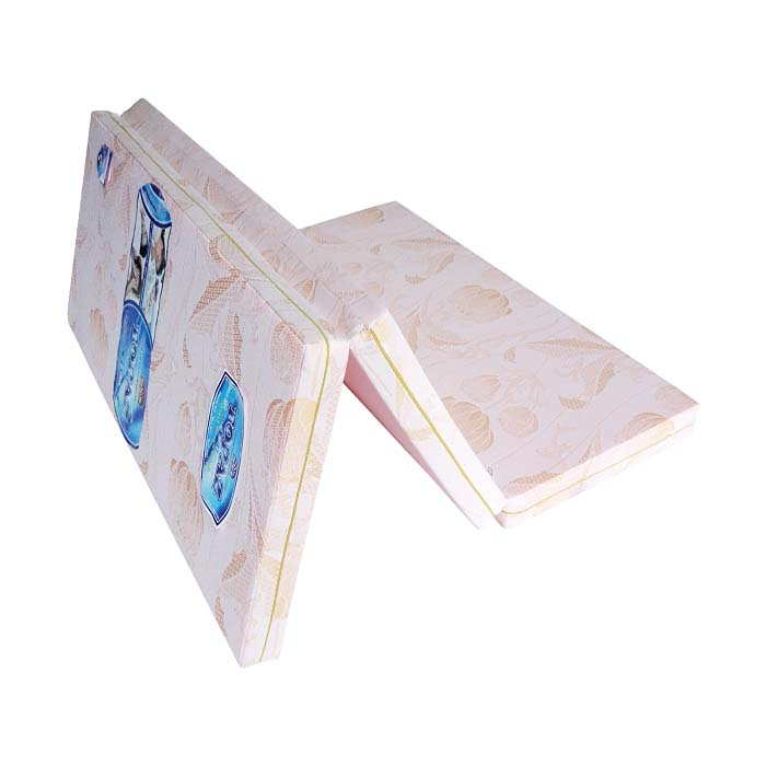 Nệm được bao bọc bởi lớp vải gấm cao cấp trên bề mặt