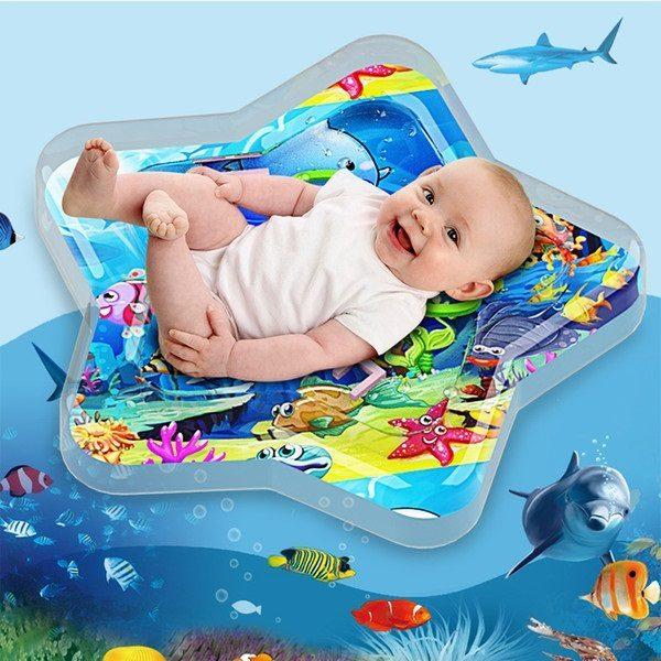 Nệm nước cho bé là sản phẩm rất thu hút các mẹ thời điểm nắng nóng